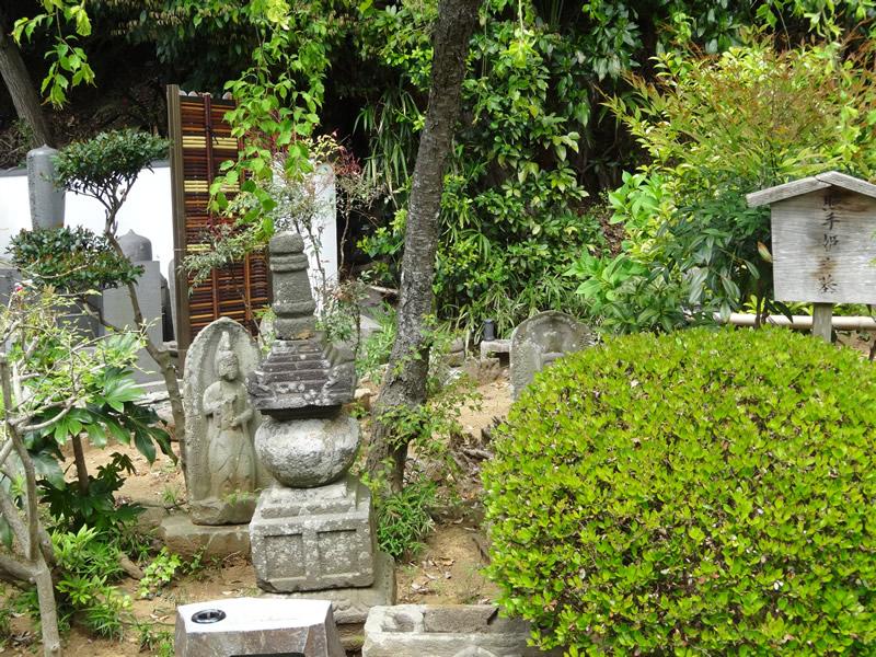 照手姫の墓